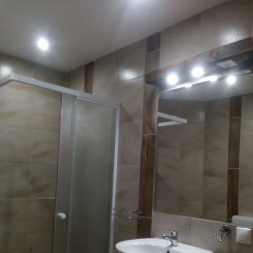 3+1 személyes emeleti fürdő